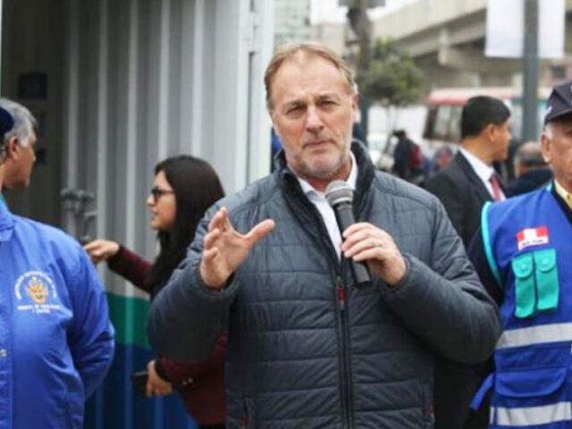 Jorge Muñoz recorre avenida Aviación a un mes de la liberación de la vía