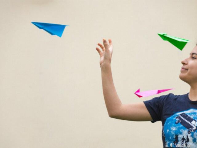 MML organiza campeonato de aviones de papel