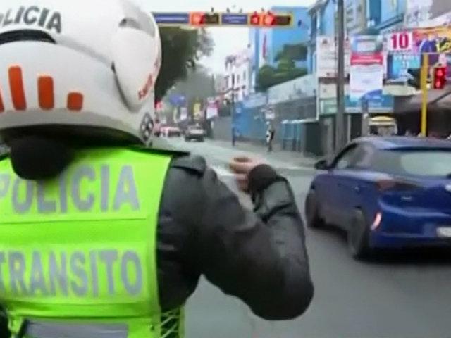 'Pico y placa': conductor se da a la fuga en pleno operativo en av. Arequipa