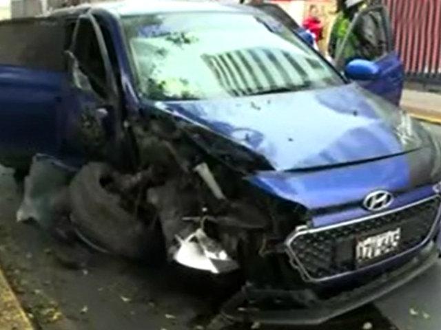'Pico y placa': conductor que se dio a la fuga terminó estrellado en av. Arequipa