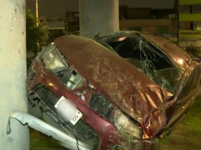 Av. Aviación: camioneta se estrella contra base del Metro de Lima
