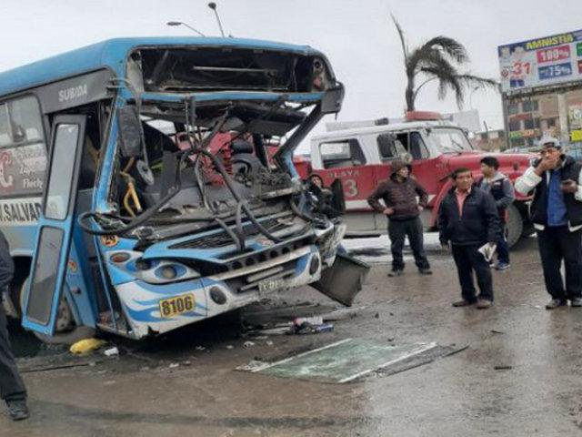VES: al menos 15 heridos deja choque entre bus y tráiler