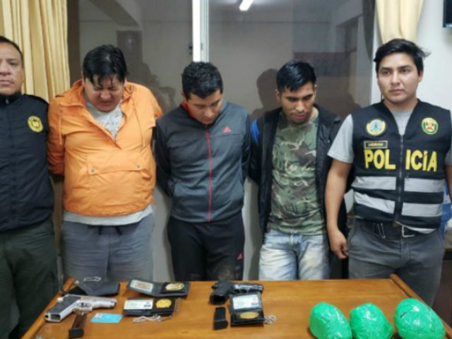 La Libertad: detienen a dos policías cuando transportaban droga en camioneta