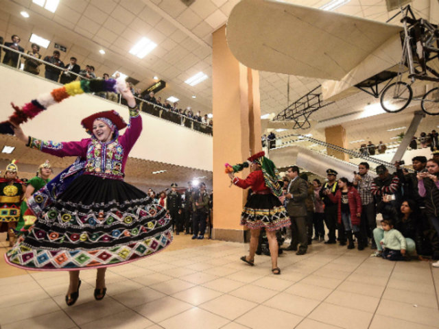 Aeropuerto Jorge Chávez: reencuentros y llegada de turistas a ritmo de fiesta
