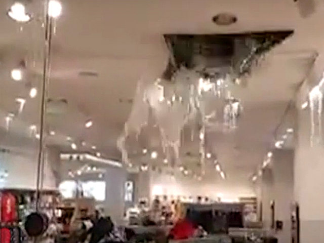 México: inundaciones afectan interior de centros comerciales