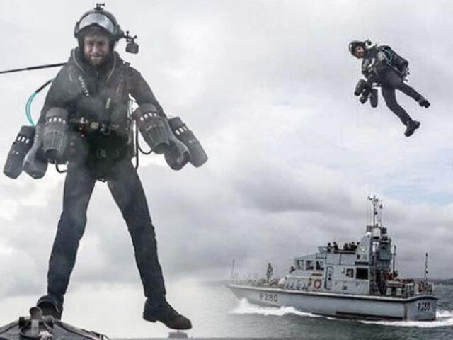 """Reino Unido presenta a su """"soldado volador"""" para operaciones anfibias"""