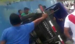 Iquitos: enardecidos vecinos golpean a sujeto que agredió a su pareja