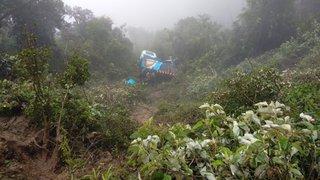 Apurímac: 8 muertos y 21 heridos deja caída de camión a abismo