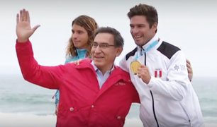 Martín Vizcarra premió a surfistas peruanos que obtuvieron seis medallas en Lima 2019