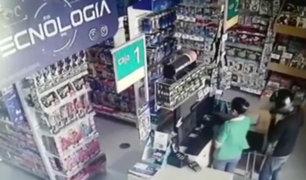 Piura: ladrones asaltan librería en pleno centro de Sullana