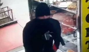 Surco: asaltan panadería a mano armada