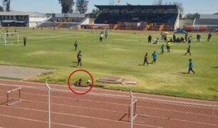 Niño sufre aparatosa caída a pozo durante partido de fútbol