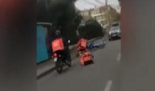 Repartidores de empresa por delivery se agarran a golpes en plena vía pública