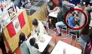 Chorrillos: delincuentes armados asaltan sanguchería en 37 segundos