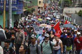 Miles de hondureños marchan exigiendo la renuncia del presidente Hernández