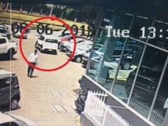 VIDEO: sujeto estrella su auto minutos después de  comprarlo