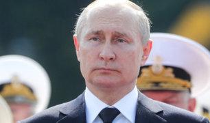 """Putin llama """"terroristas"""" a organizadores de manifestaciones pro Navalny"""