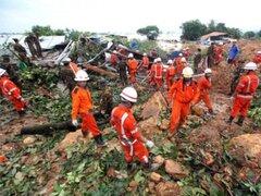 Gigantesco alud sepulta decenas de casas en Birmania