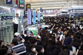 Caos en aeropuerto internacional de Hong Kong por protestas antigubernamentales