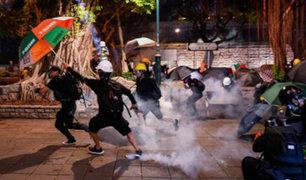 Policía de Hong Kong endurece medidas y lanza gases lacrimógenos a manifestantes