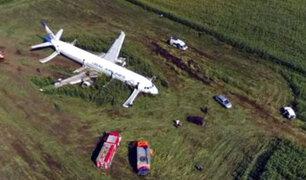 Rusia: Avión con 233 personas a bordo tuvo que aterrizar de emergencia en campo de maíz