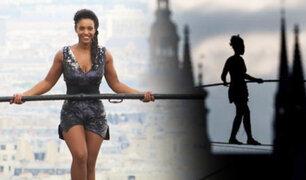 Praga: Funambulista cruza el río Moldava a 35 metros de altura sin arnés