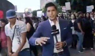 VIDEO: agreden a reportero durante marcha contra la violencia de género
