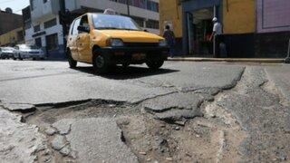 Enormes forados en calles del Cercado de Lima ponen en riesgo a conductores y peatones