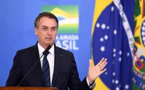 Bolsonaro insinúa que ONG´s podrían estar provocando incendios en Amazonía