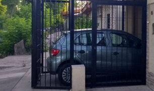 SJL: cocheras de vecinos invaden las veredas de un sector de Campoy