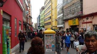 Cercado de Lima: ambulante se pelea con fiscalizadora en Mesa Redonda