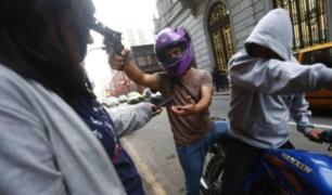 Continúan los violentos robos de teléfonos celulares en Lima