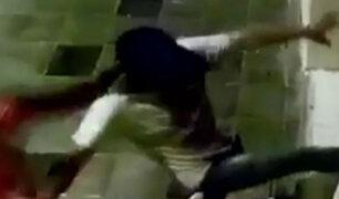 Arequipa: con armas blancas destruyen puerta de discoteca tras ser echados