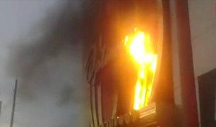 Trujillo: hinchas de universitario originan incendio en hotel