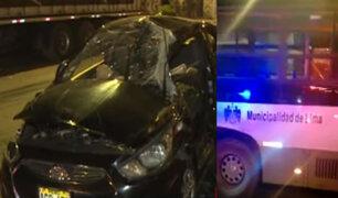 La Victoria: Corredor Verde impactó contra taxi por ir a excesiva velocidad