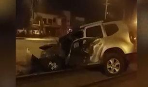 Chaclacayo: conductor en aparente estado de ebriedad chocó su camioneta contra árbol y poste