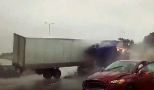 EEUU: dos conductores quedan heridos tras choque entre grúa y tráiler