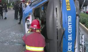 Los Olivos: aparatoso accidente de combi deja 10 heridos de gravedad