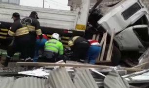 Carabayllo: al menos tres heridos deja choque de camión contra vivienda
