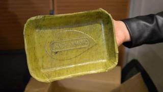Peruanos crean platos biodegradables a base de hojas de plátano