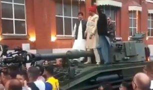 Video: hombre llega a su boda en tanque de guerra