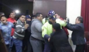 Chimbote: trabajadores ediles irrumpieron en sesión de Concejo exigiendo pagos atrasados