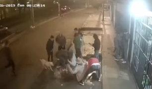 Los Olivos: turba roba a grupo de amigos en plena calle