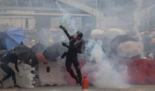 Pese a prohibición continúan las masivas protestas en Hong Kong