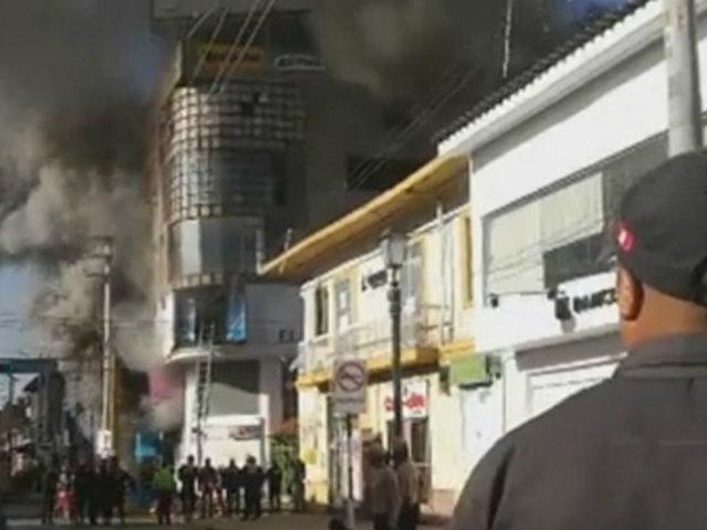Huancayo: corto circuito habría originado incendio en centro comercial