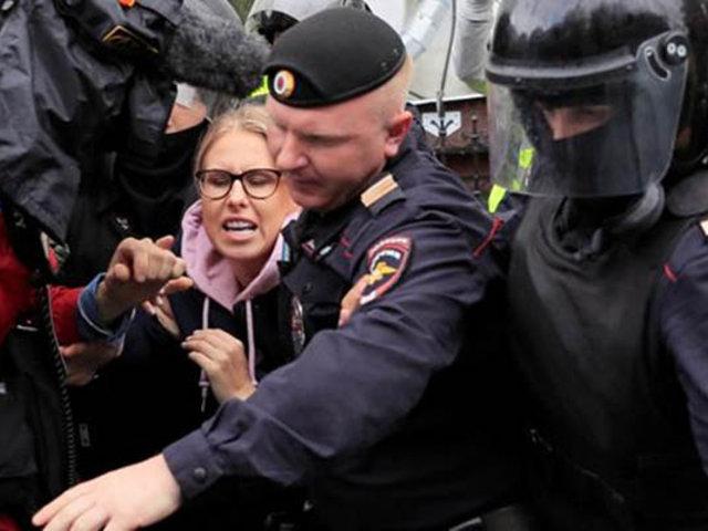 Casi 800 detenidos dejó nueva protesta opositora en Rusia