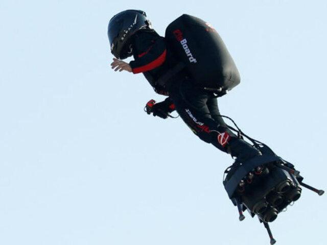"""Francia: """"soldado volador"""" logra cruzar canal de la mancha"""