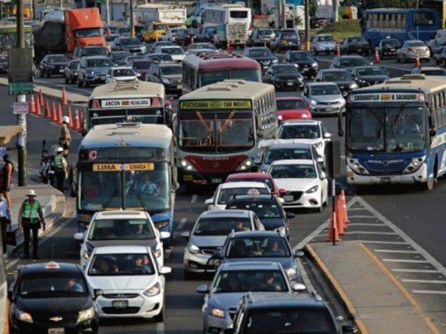 ¿Vuelta a la normalidad?: pese a cuarentena muchos han salido en sus autos