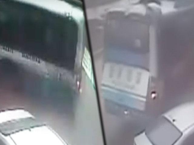 Villa El Salvador: bus de transporte público pierde el control y choca contra poste y auto