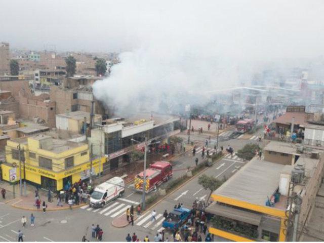 Puente Piedra: voraz incendio en pollería dejó intoxicados a trabajadores